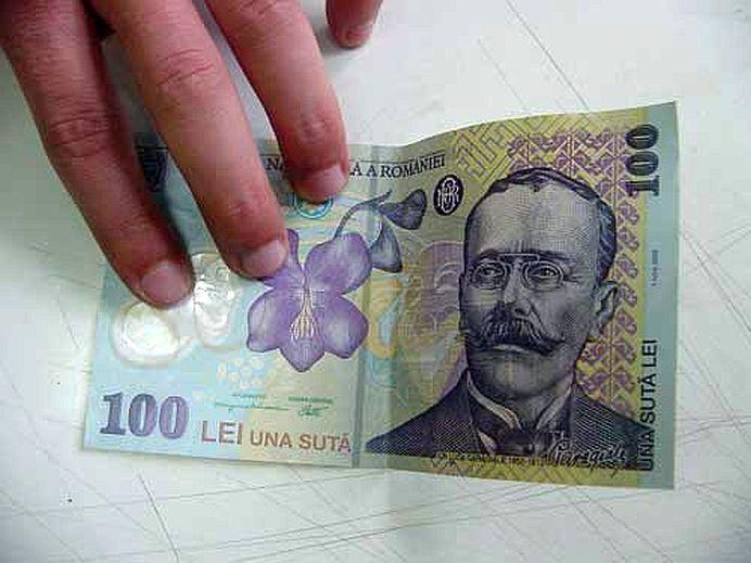 Ce au făcut trei deputaţi, după ce au găsit o bancnotă de 100 de lei în plen: E ca pe vremea lui Ţepeş!