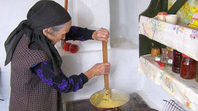 Lectie de viata: La 107 ani tanti Anica e la fel de activa ca acum 50 de ani! Care e secretul ei?