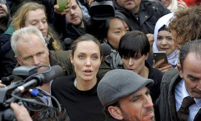 VIDEO – Actrita Angelina Jolie a venit in Balcani pentru a sustine imigrantii sirieni!
