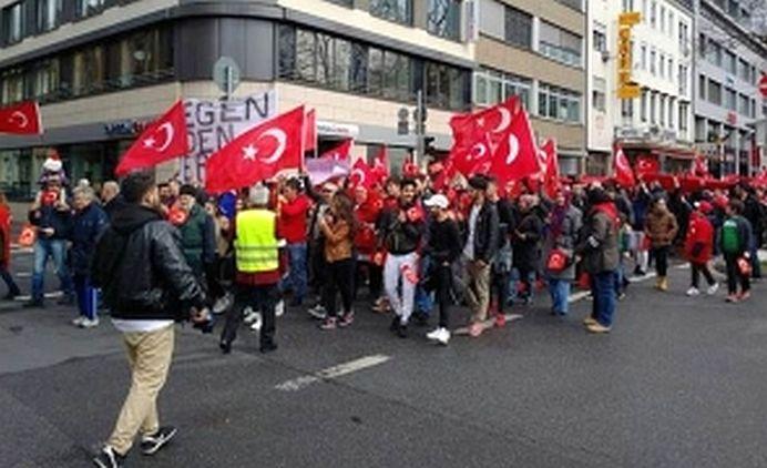 VIDEO – Batai in STRADA in Germania, intre MUSULMANI si protestatarii anti Statul Islamic!