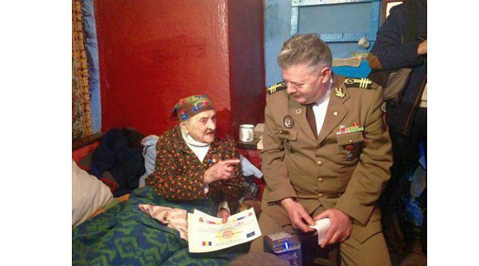 La 108 ani, CEA MAI BATRANA FEMEIE din Romania INCA ISI ASTEAPTA barbatul sa se intoarca de la Razboi!