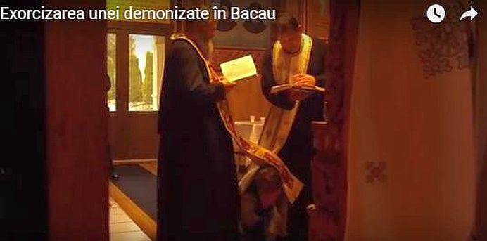 "VIDEO SOCANT – Slujba de EXORCIZARE executata de un preot militar din Bacau! ""Îi umba ceva PRIN ORGANE, ca un SARPE!"""