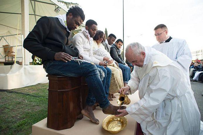 Gest cu o mie de INTELESURI al Papei Francisc! Niciun preot de la noi N-AR FACE un asemenea act DE SMERENIE!
