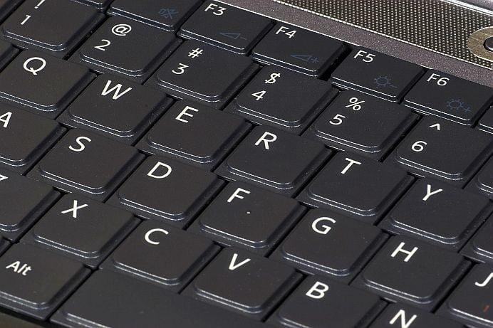 Te-ai intrebat vreodata de ce literele pe tastatura nu sunt in ordine alfabetica?!