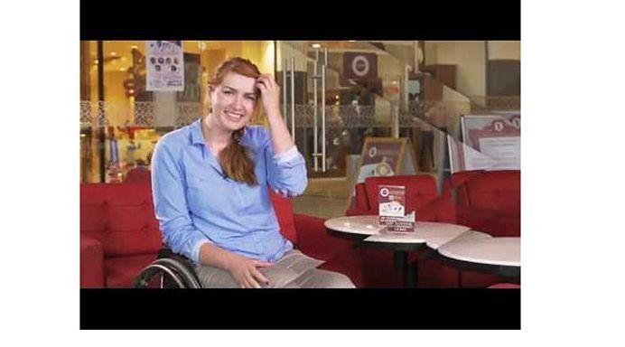 Nu a contat ca se afla intr-un scaun cu rotile! Ea este CEA MAI CURAJOASA FEMEIE din Romania!