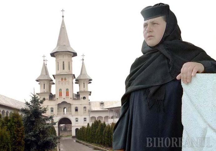 SFANTA EVAZIUNE FISCALA! Maica stareta Mina de la Oradea a fost TRIMISA in judecata pentru SPALARE DE BANI!