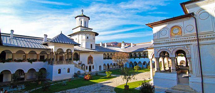 GALERIE Aici regasesti oricand CREDINTA! 14 cele mai frumoase manastiri din Romania, unde poti merge de Pasti!