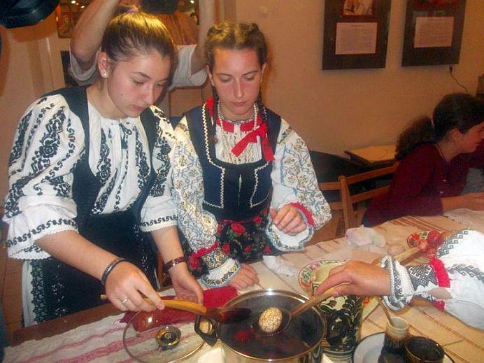 Ai vopsit ouale de Pasti? E MARE PACAT daca le-ai colorat in VERDE, PORTOCALIU sau GALBEN!