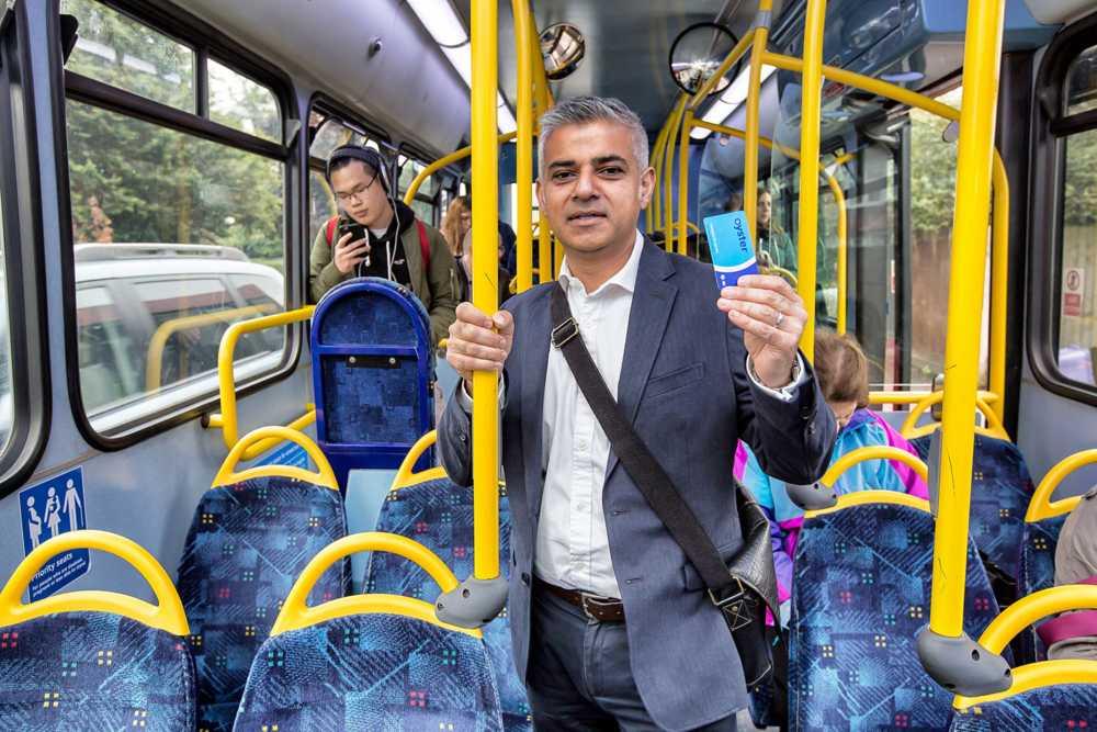 """De ce """"autobuzul"""" functioneaza la Londra si nu incercam la Bucuresti?"""