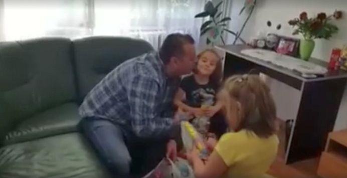 VIDEO – Candidatul la Sectorul 6, Stefan Florescu, le-a adoptat de Pasti pe micuțele născute de măicuța stareță Sebastiana!