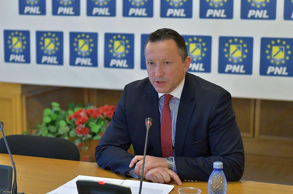 FOTO –  VIDEO Un candidat PNL in Bucuresti SI-A MINTIT sefii de partid si si-a ascuns afacerile pentru a putea candida!