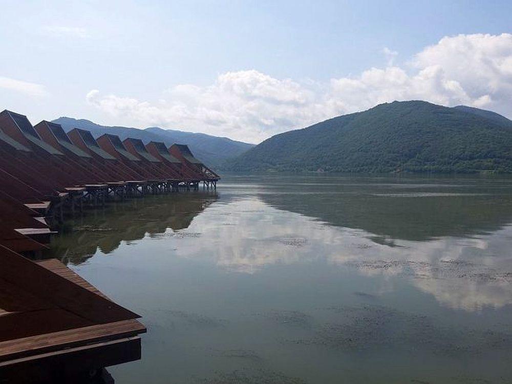 FOTO – Nu zici ca-i in Romania! Prima statiune EXOTICA din tara noastra are HOTEL PLUTITOR!