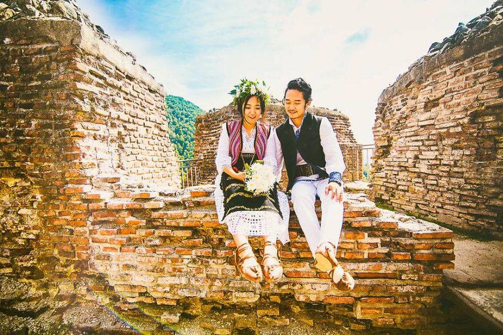 Au vazut Romania pe internet SI-AU INDRAGOSTIT de ea! Doi coreeni au venit din capatul lumii pentru a se CASATORI traditional romanesc!