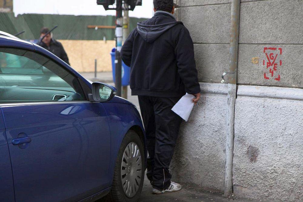 Lege noua: Orice masina parcata pe TROTUAR poate fi ridicata si soferul amendat!