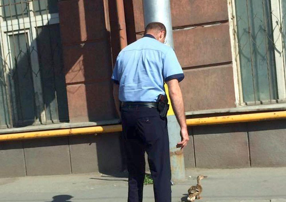 VIRALUL ZILEI: Un politist de Cluj ESTE LAUDAT de tot internetul dupa gestul lui!