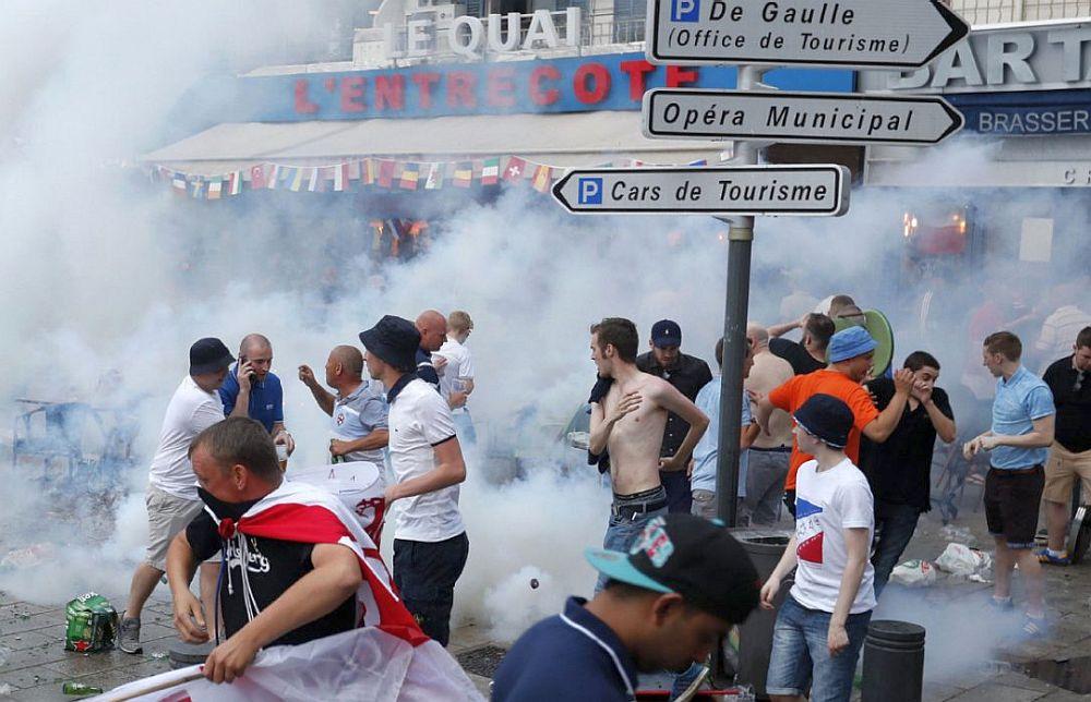 Violentele au SCAPAT DE SUB CONTROL la Euro 2016! Franta INTERZICE ALCOOLUL!