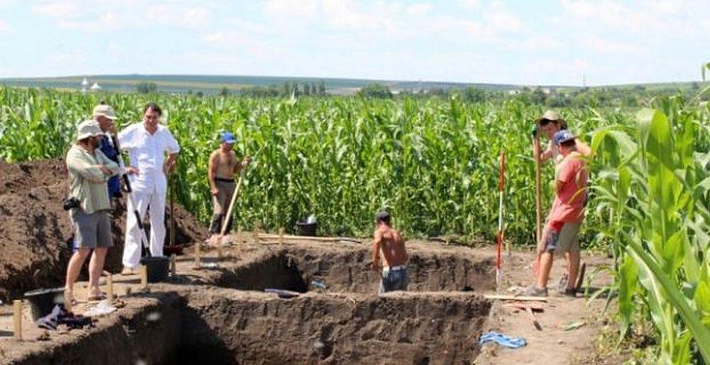 FOTO – Templu GIGANTIC, vechi de 7000 de ani, descoperit in Romania! Arheologii spun ca ar putea schimba istoria POPORULUI ROMAN!