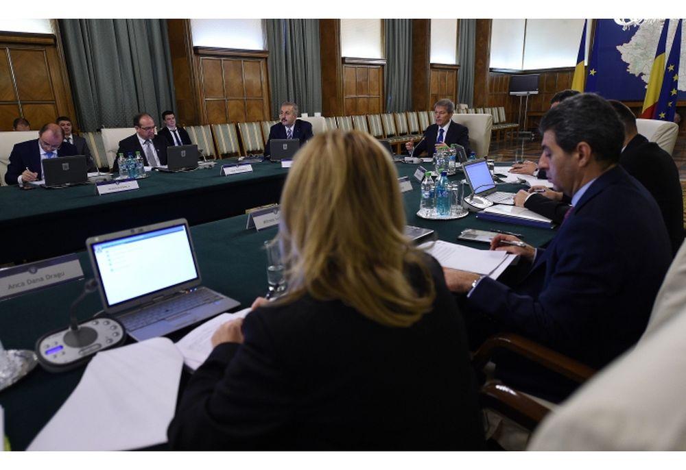 Guvernul Ciolos vine cu o noua masura fiscala! Toti romanii vor fi OBLIGATI sa faca asta!
