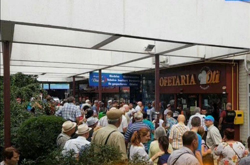 TEROARE printre clientii unei cofetarii din Ploiesti! Femeie INJUNGHIATA in plina zi!