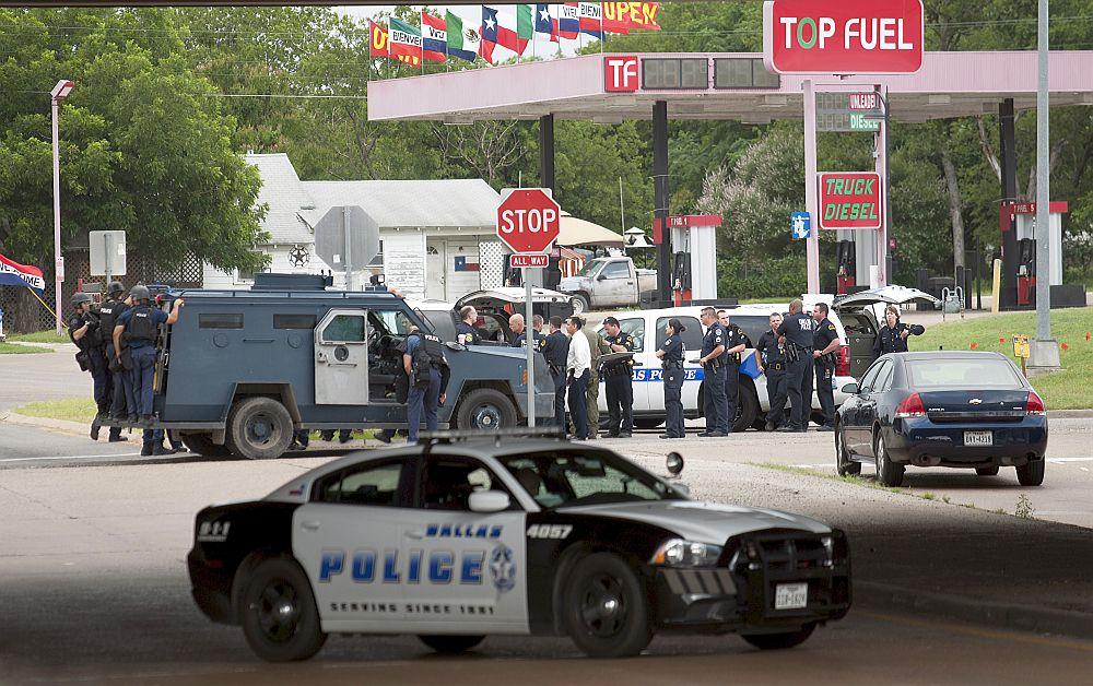 VIDEO – MACEL in SUA! Zece politisti IMPUSCATI, dintre care TREI MORTI pe loc!