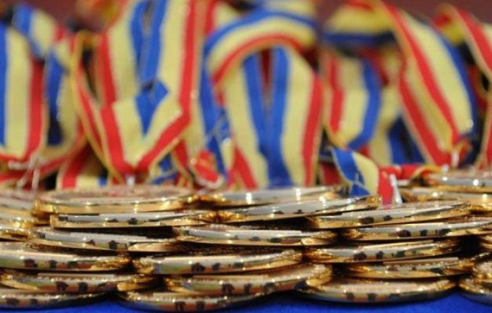 Ei cu armatele, noi cu geniile! Rezultate exceptionale ale tinerilor romani la Olimpiada din Rusia!