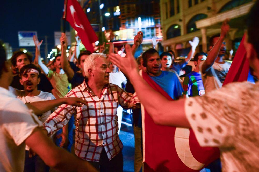 Razboi CIVIL in Turcia! Confruntari violente intre pucisti si loialisti, Erdogan a ramas la putere!