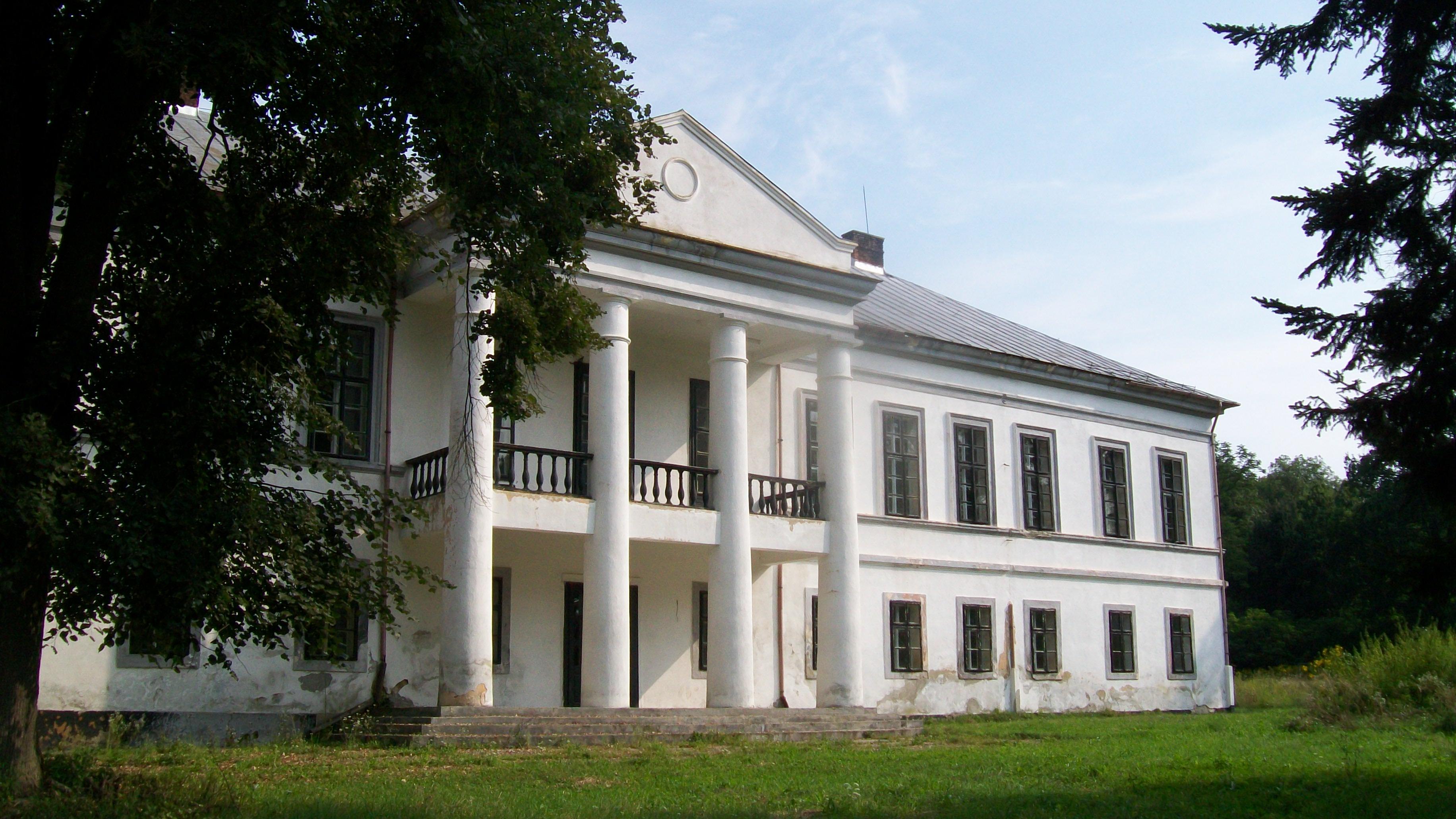 FOTO – UN SUPERB castel din Romania CUMPARAT de o firma din Anglia pentru a-l restaura! Ce vor face apoi cu el?