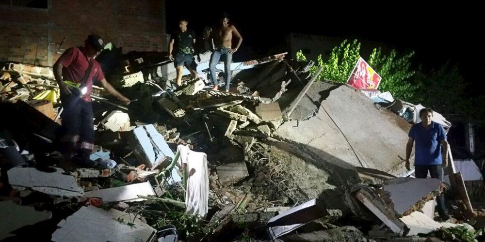 GALERIE FOTO – Cutremur DEVASTATOR in Italia! Localitati intregi distruse, inca nu se stie numarul victimelor!