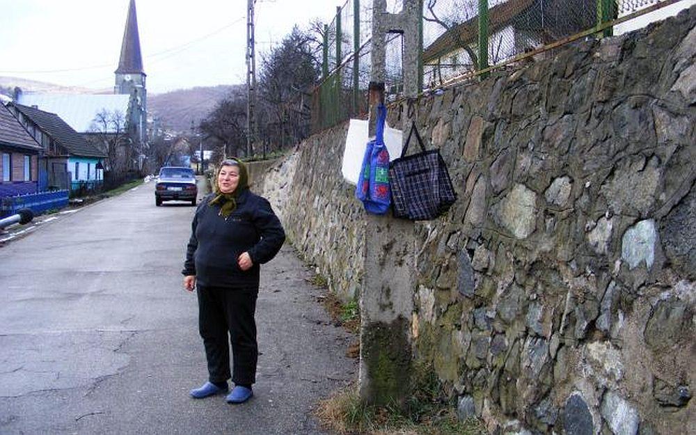 Iti vine sa crezi ca e in Romania? In acest sat oamenii lasa banii la poarta SI NIMENI NU FURA!