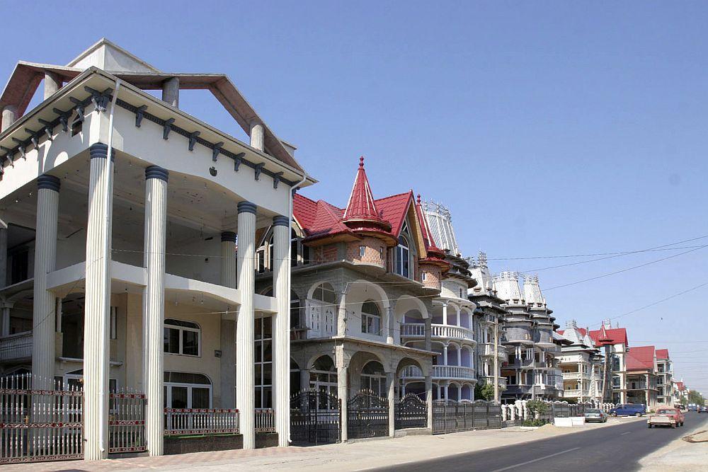 Culmea opulentei tiganilor din Romania! Orasul unde vilele URIASE fac de ras pana si casele din Beverly Hills!