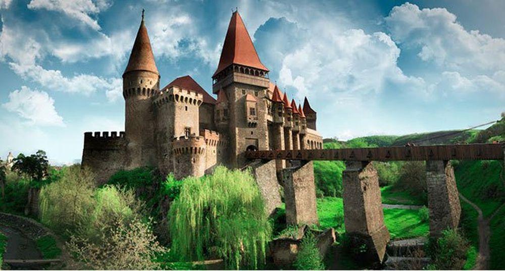 IMAGINI SENZATIONALE! Record de vizitatori la Castelul Corvinilor!