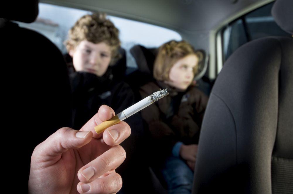 Fumatul in masina INTERZIS prin lege in Romania!
