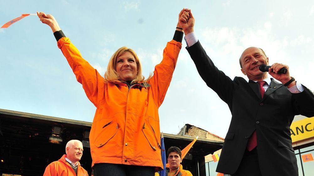 Basescu tradat de cel mai de incredere om al lui! Cu cine a iesit Udrea la masa!