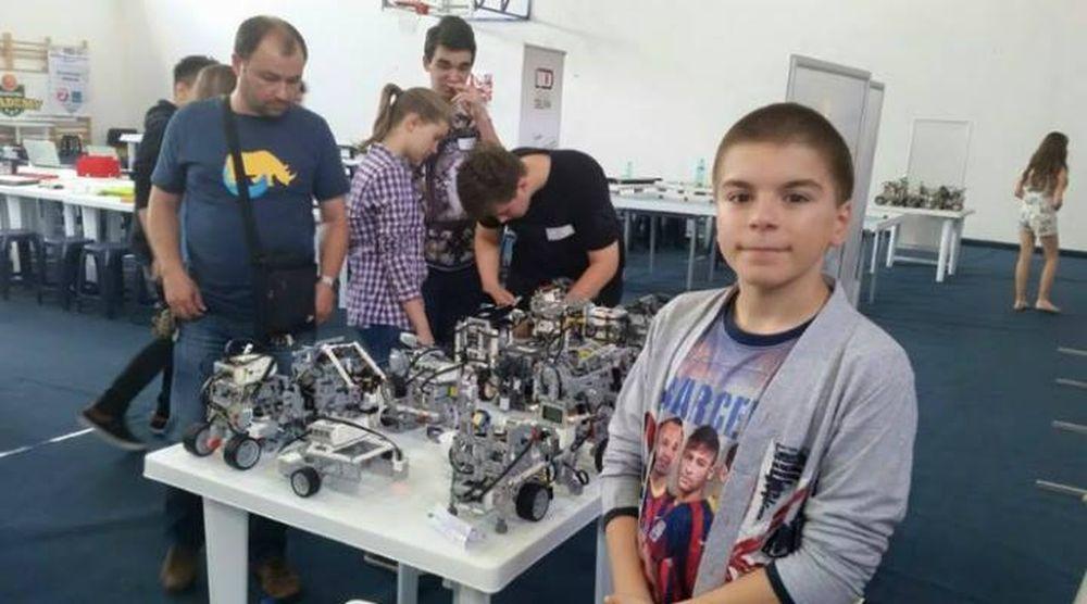 VIDEO – Se numeste Vlad si este NOUL GENIU al Romaniei! La doar 13 ani are peste 90 de medalii, dintre care 70 de  AUR!