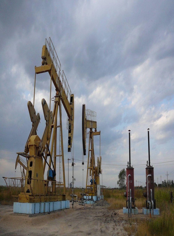 Americanii cumpara 19 dintre CELE MAI BOGATE zacaminte de petrol din Romania!
