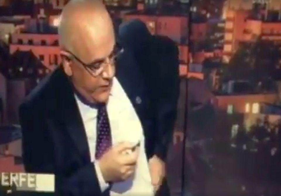 """VIDEO – Intrebarea care l-a facut pe Raed Arafat SA DEA CU LAVALIERA de pamant si sa plece din emisiune! """"TVR s-a transformat in Realitatea!"""""""