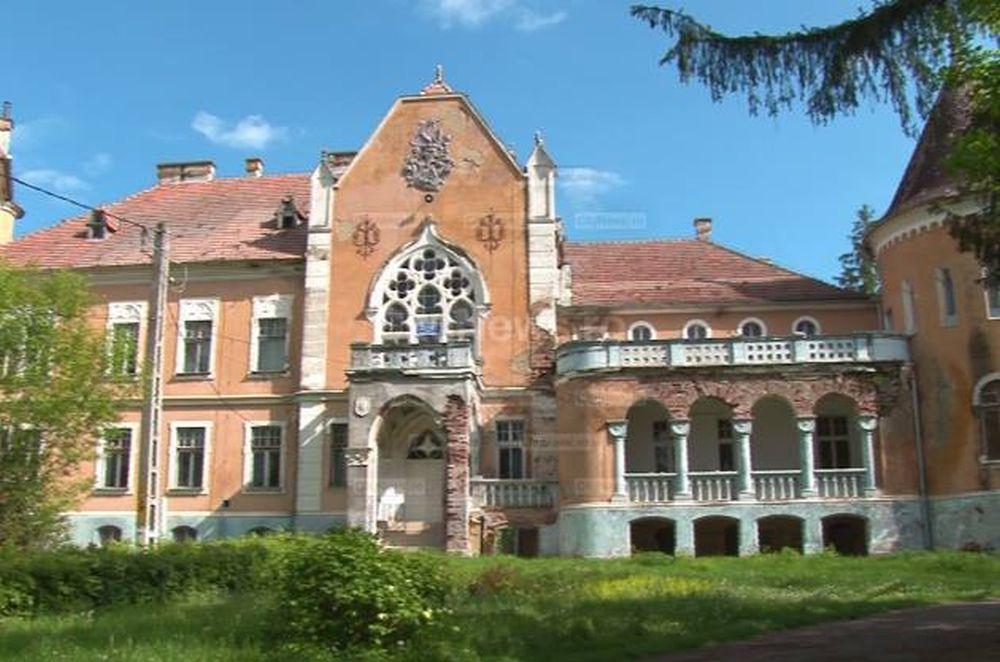 """Tu stii unde se afla in Romania castelul """"CALENDAR""""? E unic in LUME: Are 365 de ferestre, 52 de camere si 7 terase!"""