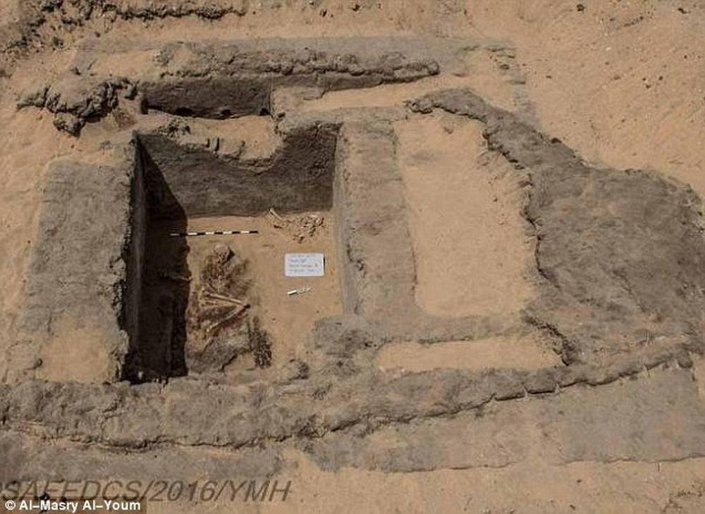 Oras vechi de peste 7000 de ani descoperit in Egipt! Ruinele dezvaluie SECRETE ULUITOARE ale omenirii!