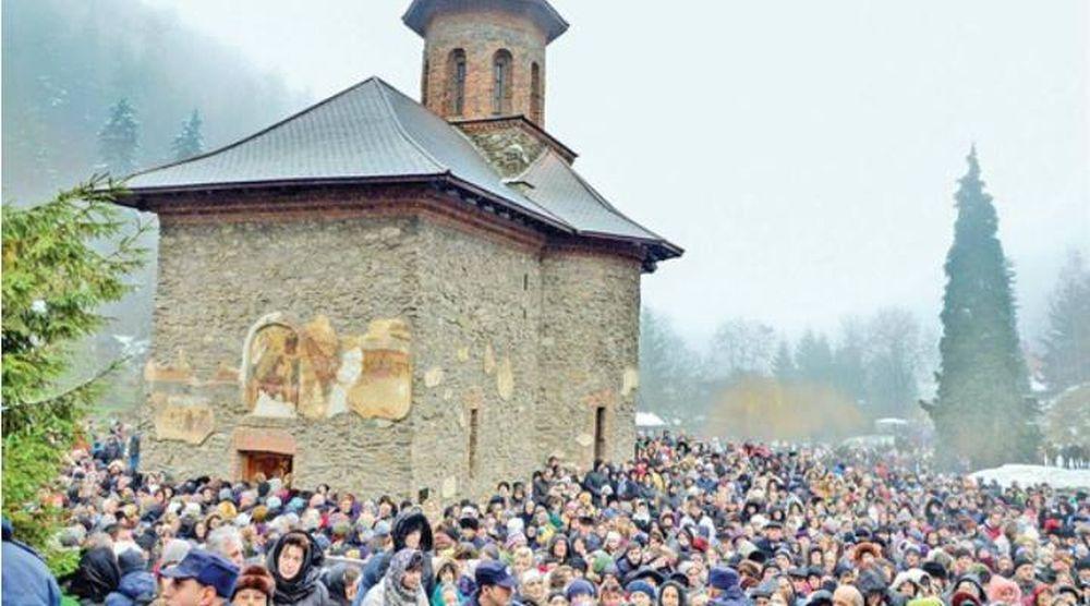 Cel mai mare PELERINAJ la mormantul parintelui Arsenie Boca va avea loc in cateva zile! Zeci de mii de credinciosi, din toata tara, sunt asteptati la Prislop!