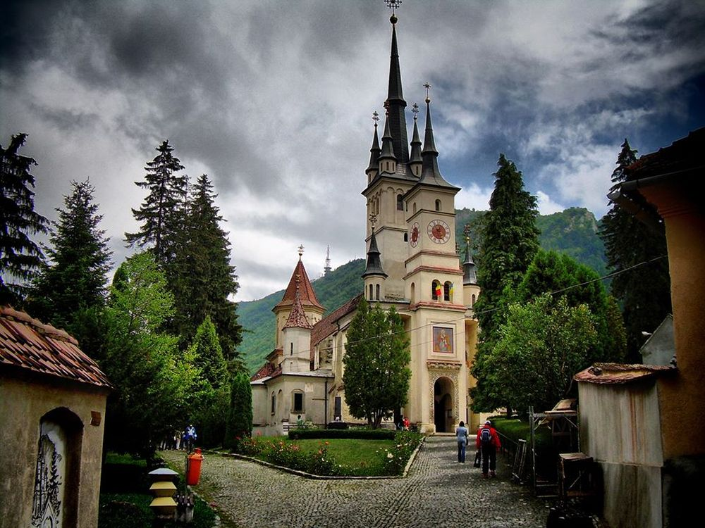 Glob din AUR in care se aflau documente foarte vechi DESCOPERIT intr-o biserica din Romania! Istoricii spun ca este EXTREM de important pentru tara!