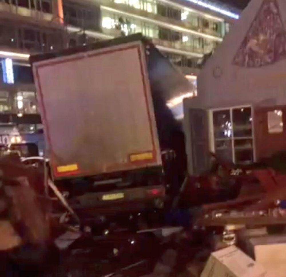VIDEO -ISIS a revendicat ATACUL TERORIST din Berlin, soldat cu 12 morti si zeci de raniti!