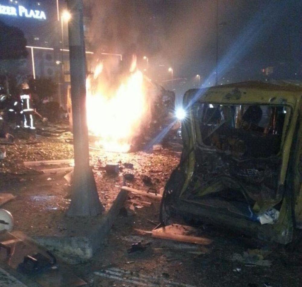VIDEO – Explozii, atentate cu masini capcana si focuri de arma in Istanbul! Cel putin 20 de victime!