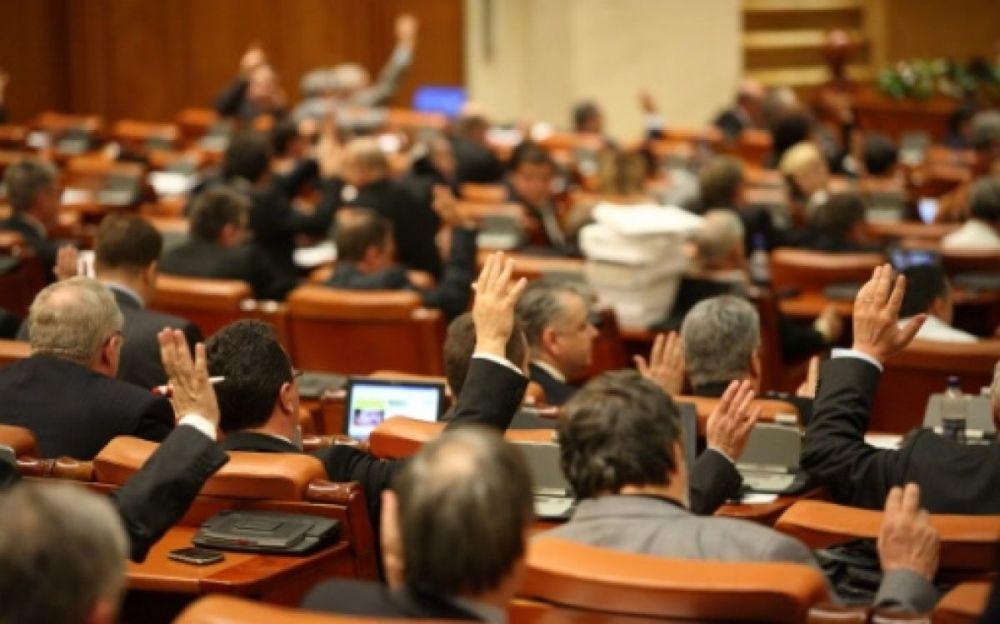 Parlamentarii isi dau LEGE ca sa-si angajeze rudele pe bani publici!