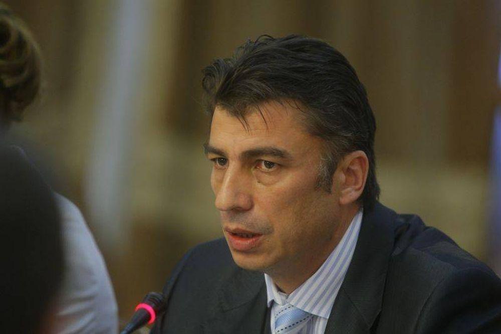Portavocea lui Basescu, violator de minore gratiat de Emil Constantinescu!