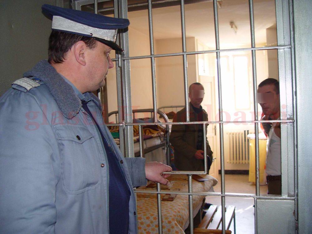 Sindicatul Administratiei Nationale a Penitenciarelor IL DESFIINTEAZA pe Dragnea!