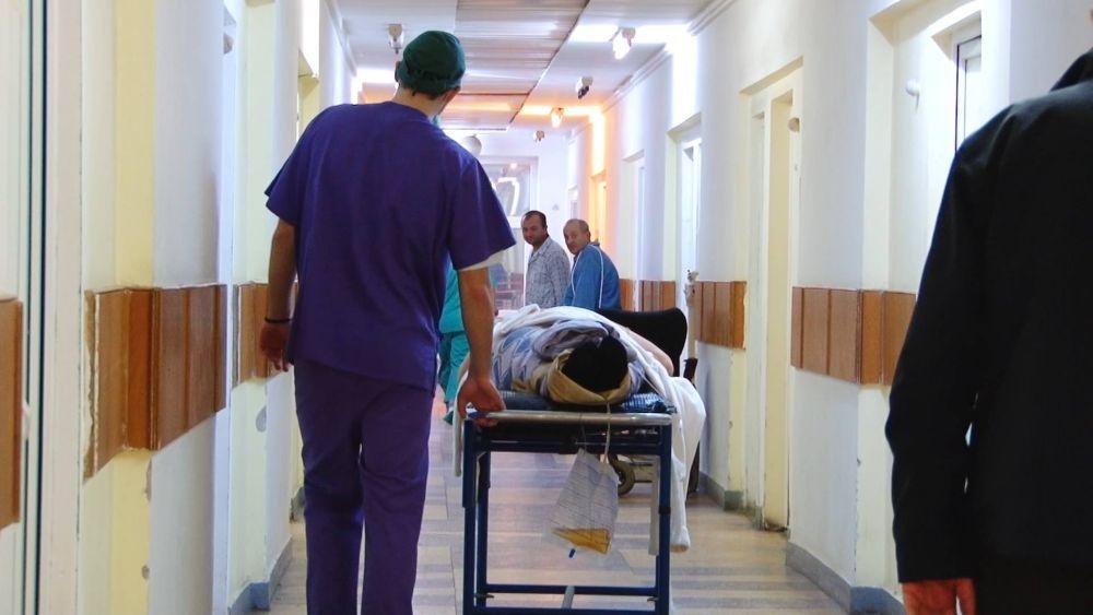 Scrisoarea DUREROASA a unui medic din Romania: Sunt cu FOAMEA-N GAT, trebuie sa SUPRAVIETUIESC!