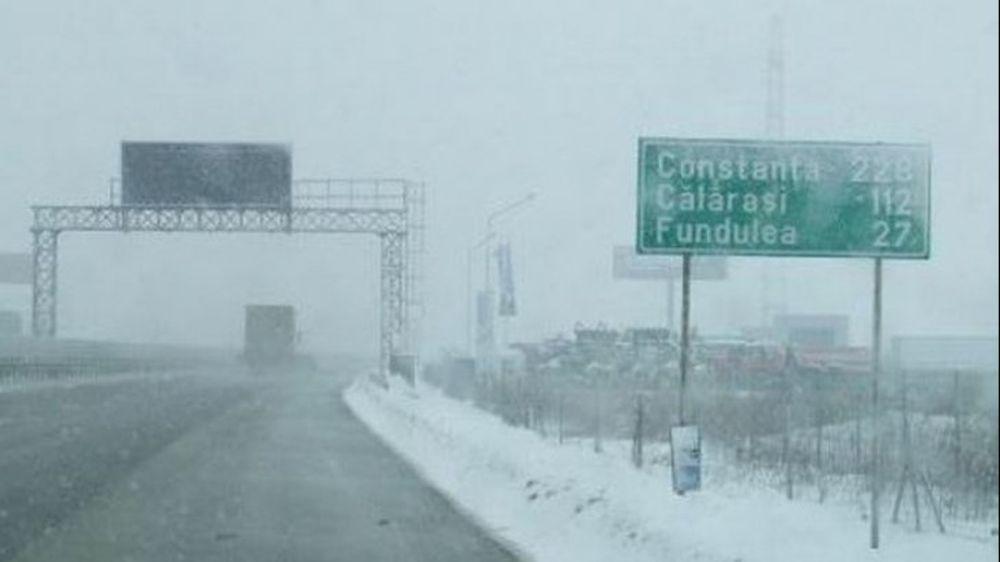 Zeci de masini au ramas BLOCATE pe autostrada A2! Traficul a fost oprit!