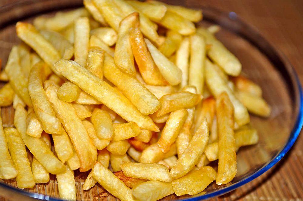 Avertisment GRAV al medicilor: Cartofii prajiti CAUZEAZA aparitia cancerului!