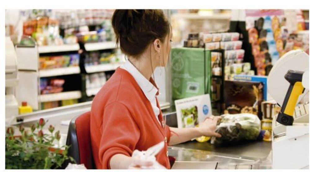 Merita TOATE laudele! Gest SUPERB al cumparatorilor dintr-un supermarket din Romania cand au vazut o mama amarata!