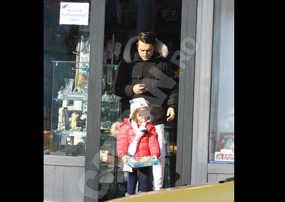 S-a ales praful de familia Basescu: In timp ce Syda plimba copiii in Bucuresti, EBA se distreaza in Maldive!